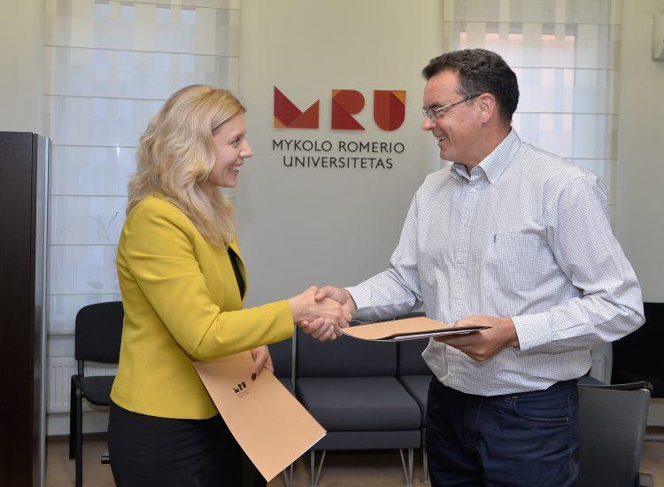 Sutartis _Kibirkstis-MRU_ pasirasimas-0852